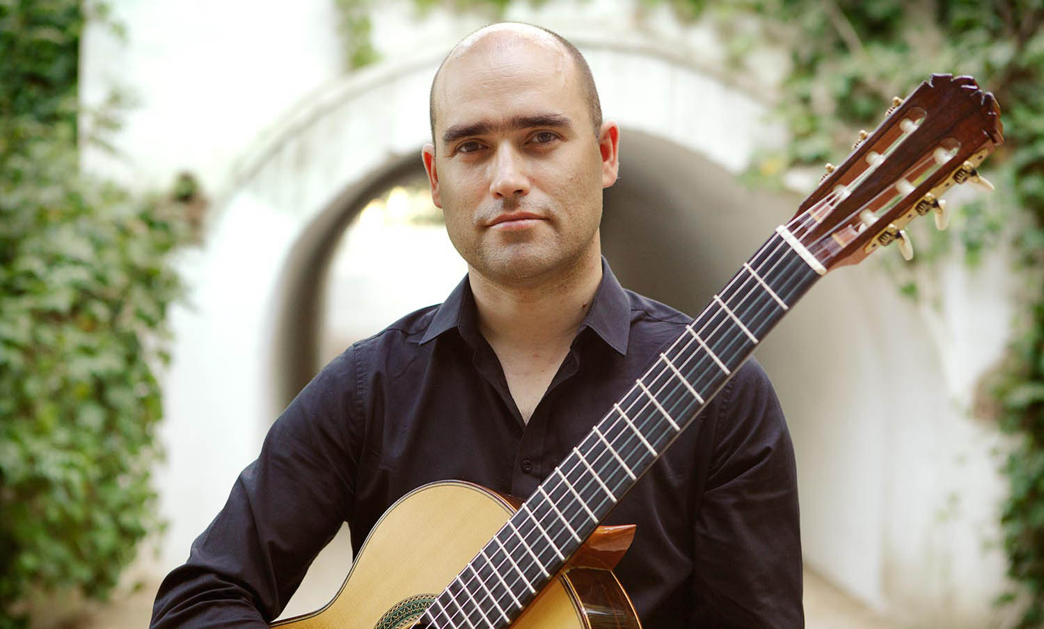 francisco-javier-jauregui-classical-guitarist